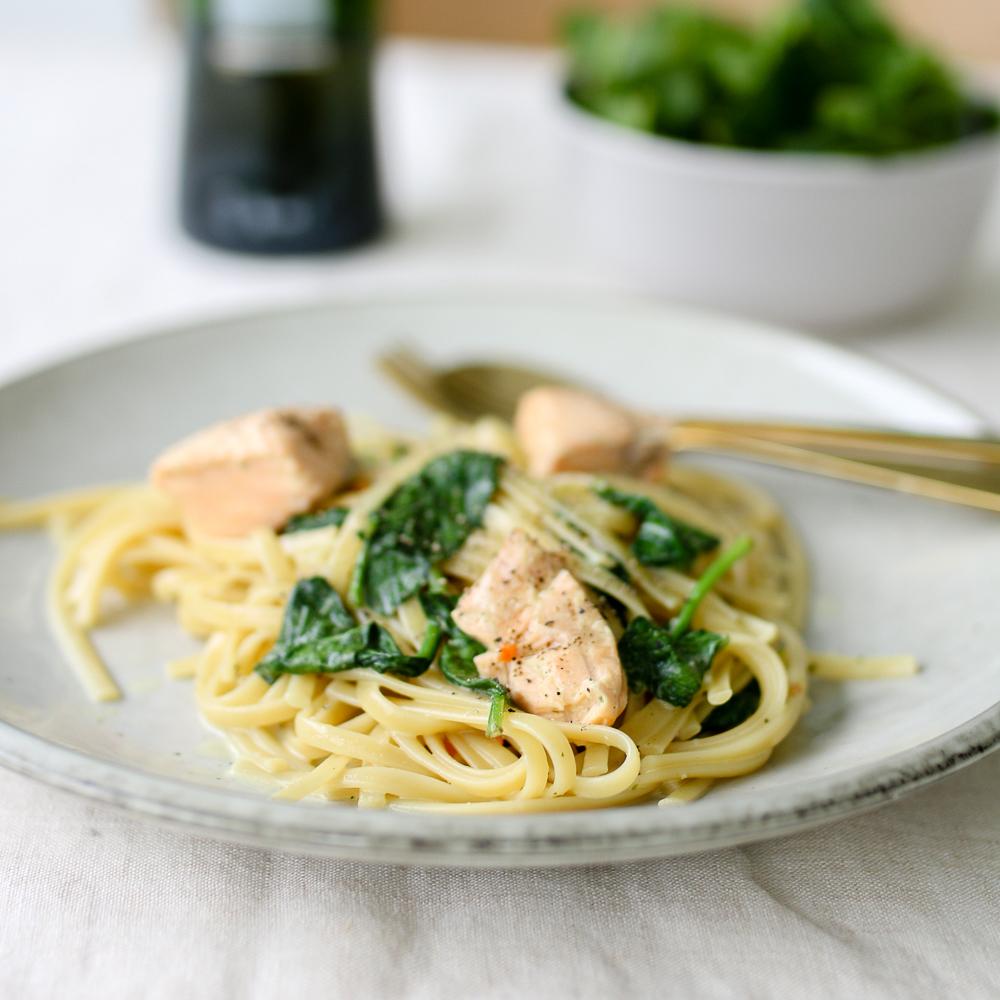 One-Pot-Pasta mit Lachs und Spinat